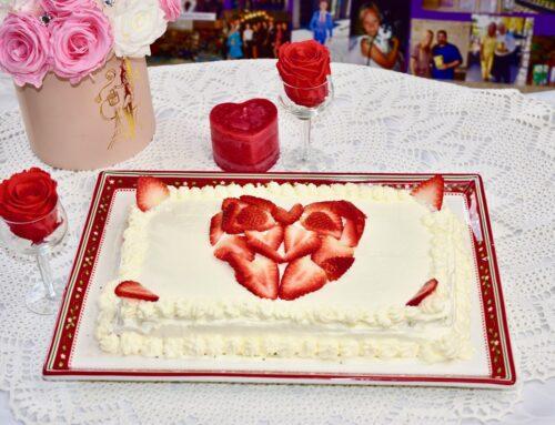 Tervislik Sõbrapäeva mandli-biskviidi – vaarikamoosi ja vahukoore tort