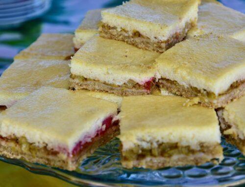 Suhkruvaba Rabarberi kook hapukoore kattega Golden Stevia suhkruasendajaga