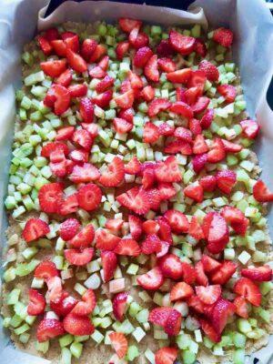 Maasika-rabarberi plaadikook muretaignaga suhkruvaba