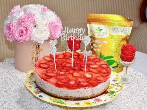Suhkruvaba Maasika Mousse Tort mandlibiskviidiga golden steviga diabeet keto sõbralik