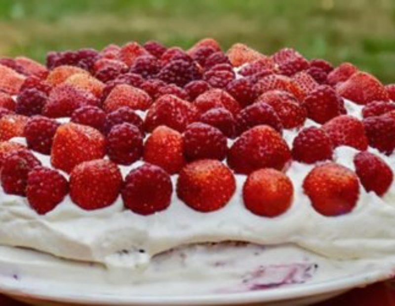Vahukoore-kohupiima maasika tort Steviaga